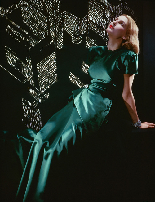 hoodoothatvoodoo:   Erwin Blumenfeld, Untitled, New York, 1946