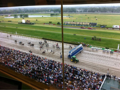 Very loud response as horses prepare to load for Belmont Stakes