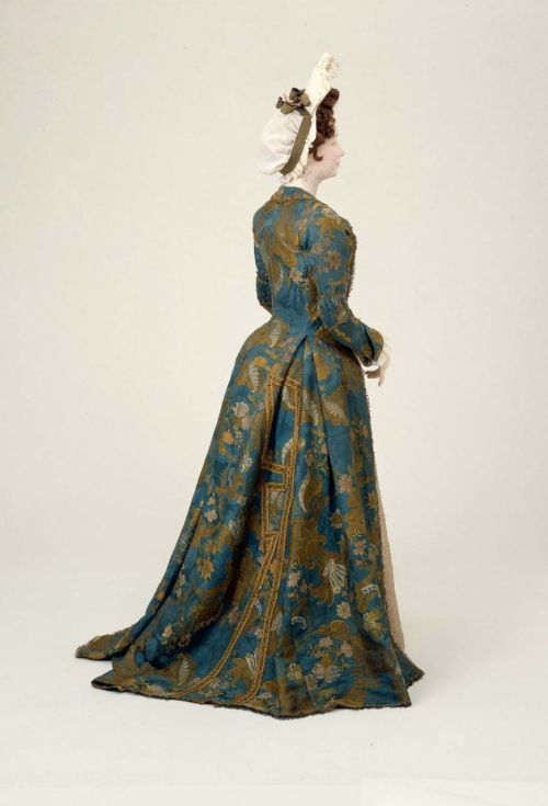 Dress, ca 1700 Italy (Venice), MFA Boston