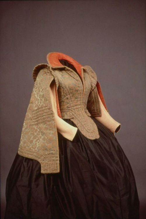 "Costume bodice worn by Marie de Medici, 1575-1600 Spain (worn in Paris), MFA Boston I'm not really sure what they mean by ""costume"" since Marie de Medici lived in this era.  Maybe it's a fancy dress piece?"