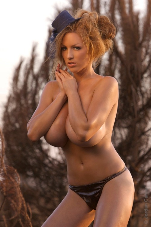 nothingunderad:  Jordan Carver