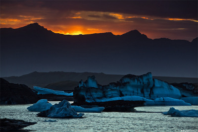 ivanfilios:  Glacier Lagoon vs. Grímsvötn Volcano, Iceland by skarpi on Flickr.