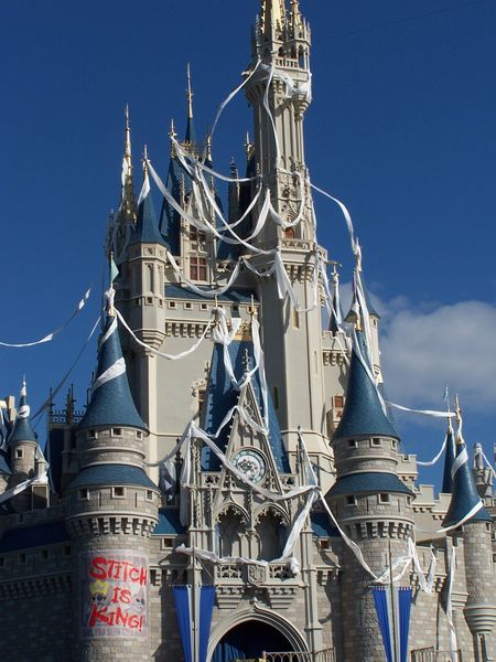 forever90s:  When Stitch took over Cinderella's castle at Disney World amazing.