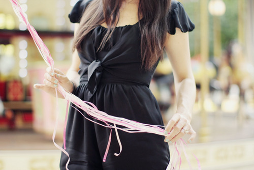 The perfect and classy little black dress for a party.