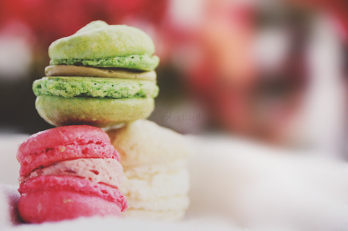 The bright colors of macarons.