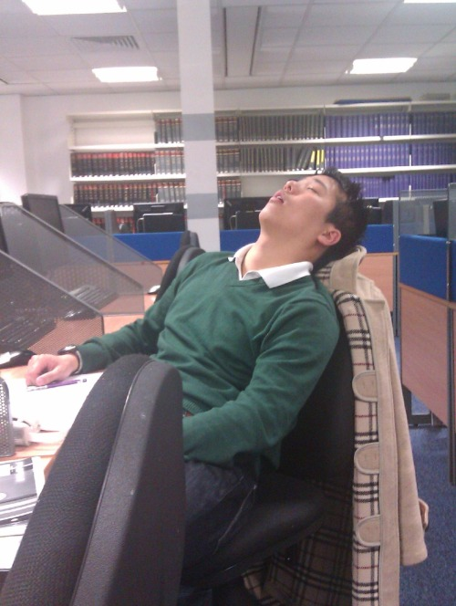 asianssleepinginthelibrary:  Loud snoring at the College of law, Bloomsbury- London.