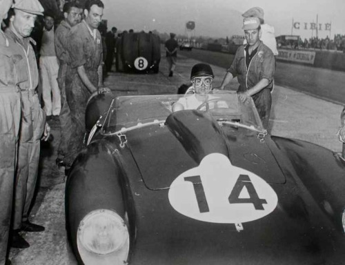 Phil Hill at Le Mans, with his Ferrari 250 TR, in 1958.