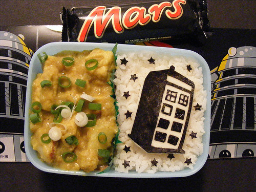 whocrafts:  Doctor Who TARDIS bento (by ♥JB♥)   someday I will learn to make epic bentos…