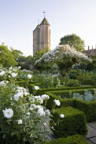 White Garden at Sissinghurst The White Garden is one of the many themed gardens at Vita Sackville-West's Sissinghurst.  The monochromatic planting scheme is influenced by Gertrude Jekyll's garden colour theory, as described in her book Colour in the flower garden (1908). (via Sissinghurst Castle « Treasure Hunt)