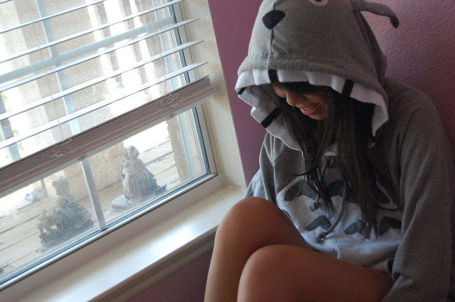 This Totoro hoodie is the business! This was made by DeviantART user SnowLikeHair. She should probably start selling these so I can rock one.