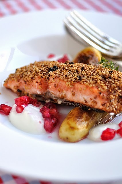 lovelylovelyfood:  Sesame-Crusted Salmon With Pondichery Peppers and Pomegranate