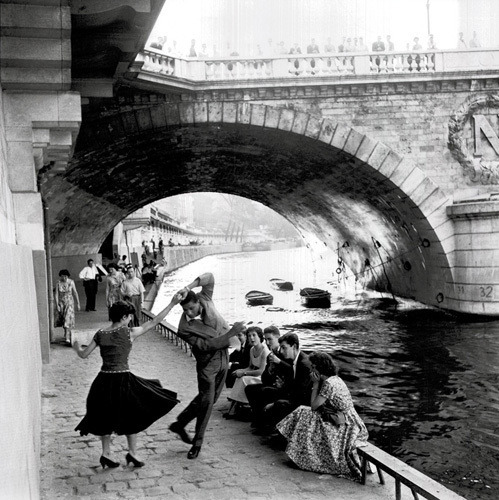 Rock n Roll sur les Quais de Paris. 1950s. Paul Almasy.