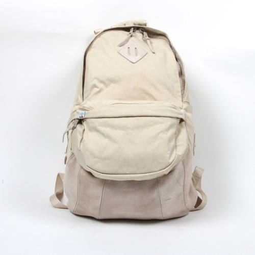 I think this is the first Visvim bag I've actually really really wanted to own! Dont get me wrong i've posted Visvim before but I have always thought 'hmm, this colourway is nice but probably for someone else' but this, this is different, I really want it! haha