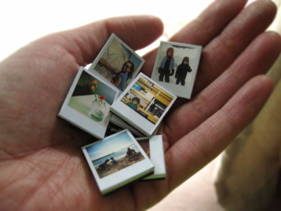 momjunk:  DIY tiny Polaroid magnet tutorial. All moms need to try this!
