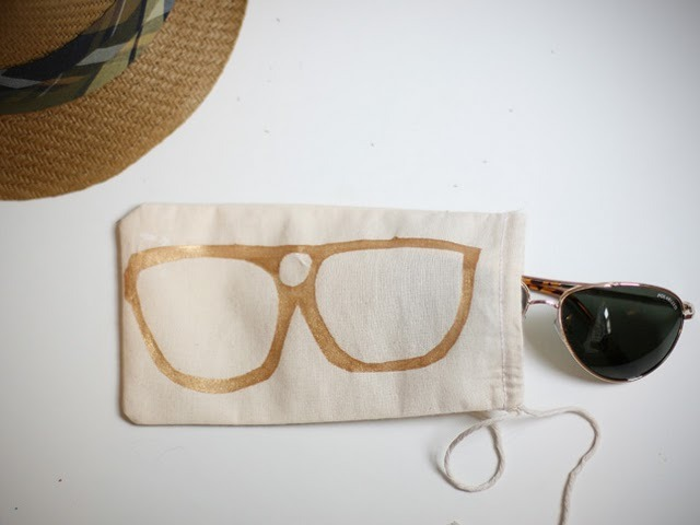 Sunglass Bag | Momtastic This is a really simple craft but for some reason I totally love it! If you're trying to make a ton of presents that are cheap and quick to make, look no further. You could use the same stencil on each bag or go for different glasses for each bag - maybe some cat eye glasses, some Elton glasses too?!