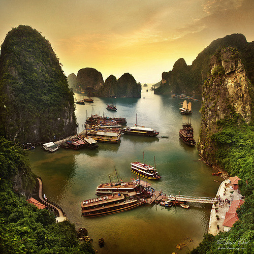 Ha Long Bay, Vietnam (by fesign)