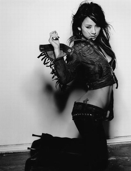 I love Hyori. She is just so -freaking- hot… I think I will start posting more of her x3