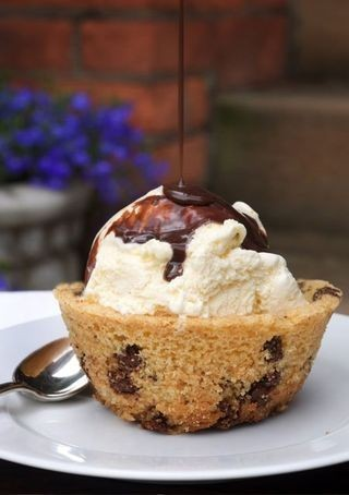 This Chocolate Chip Cookie Bowl (by ruhlman) looks so yummy!!