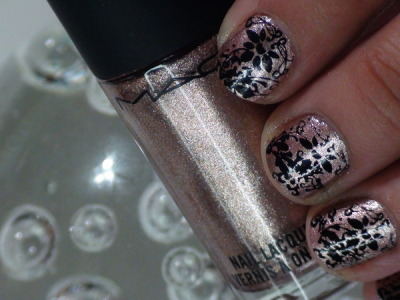 Cute floral nails! Check out the tutorial (via beautylish)
