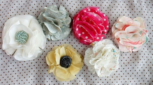 (via ~Ruffles And Stuff~: No-Sew Fabric Flower Tutorial)