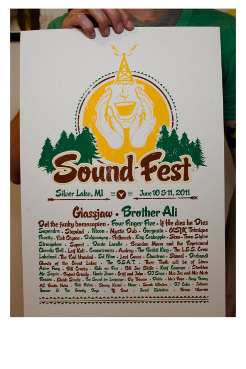 itsawildmethod:  http://wildmethod.bigcartel.com/ Soundfest 2011 limited screen printed poster. 3 colors on French Paper - Speckletone. Show headlined by Glassjaw.  In my life, I fucking NEED to hit american Festivals.