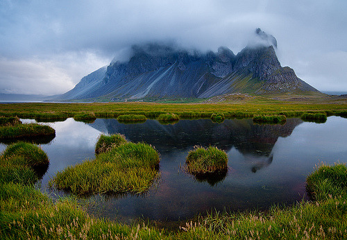 murissement:  Iceland - Lon: Magical Mountain (by John & Tina Reid)