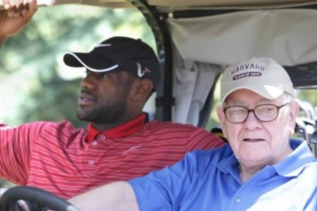 awesomepeoplehangingouttogether:  Lebron James & Warren Buffett