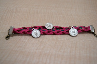 #129 Triple Purple and Pink Coins Bracelet IDR 25.000 Please contact or ask us via Tumblr for further informations. ♥