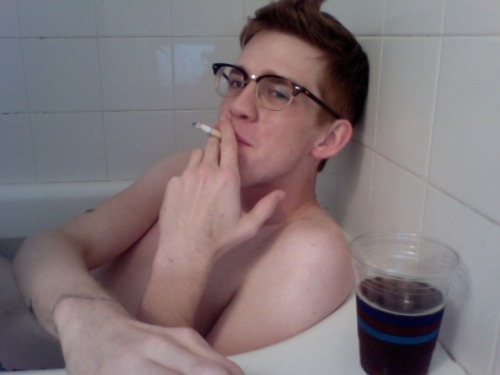 let the record show that there is nothing more awesome than smoking in a bathtub while watching futurama and drinking raspberry tea.