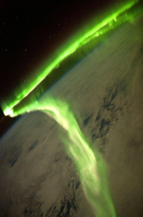 officerofmonkeyproblems:  Aurora Borealis as seen from the International Space Station   This just blew my mind. I love nature. & space.