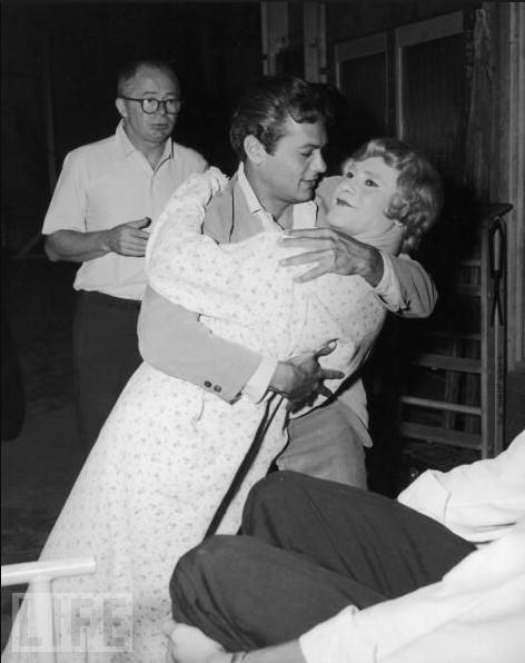 Tony Curtis and Jack Lemmon with director Billy Wilder  on the set of 'Some Like It Hot' (1958)