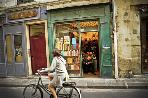bookstorecouture:  Unnamed bookshop (by craigfinlay)