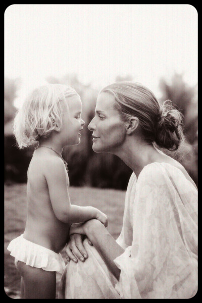 Photo of India Hicks and her daughter, Domino.