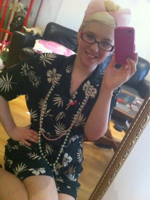 Yesterdays outfit!  Wearing: vintage playsuit, vintage plastic beads and a flamingo brooch from primark.  Hair: you guessed it! My beehive break didn't last long!  This was a really comfy, easy outfit to wear.. I'll be picking this again for lazy days!
