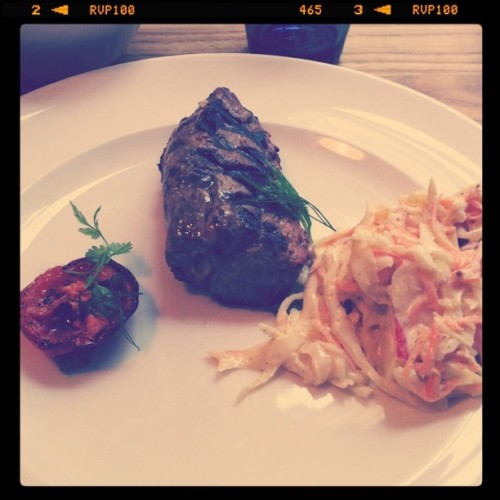 VAR: BAR Lyxlunch. Lamm-entrecote m. coleslaw och rostad tomat. Mkt gott.    Taken with Instagram at B.A.R.