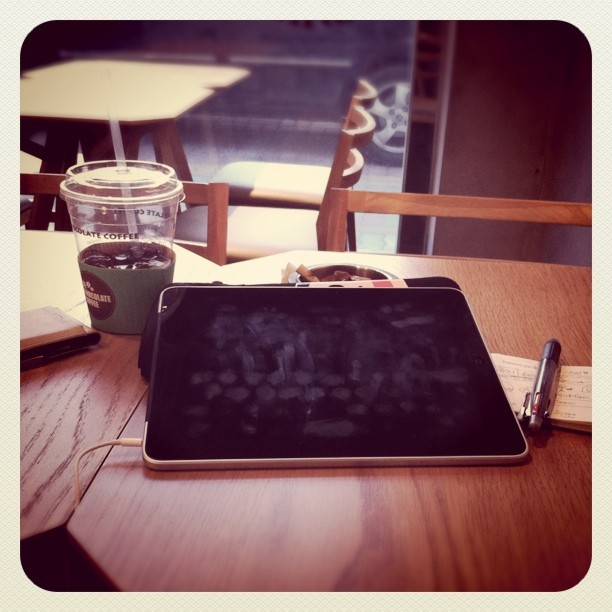 Iced Americano, iPad and Note.  (Taken with Instagram at 디초콜릿카페 동판교점)