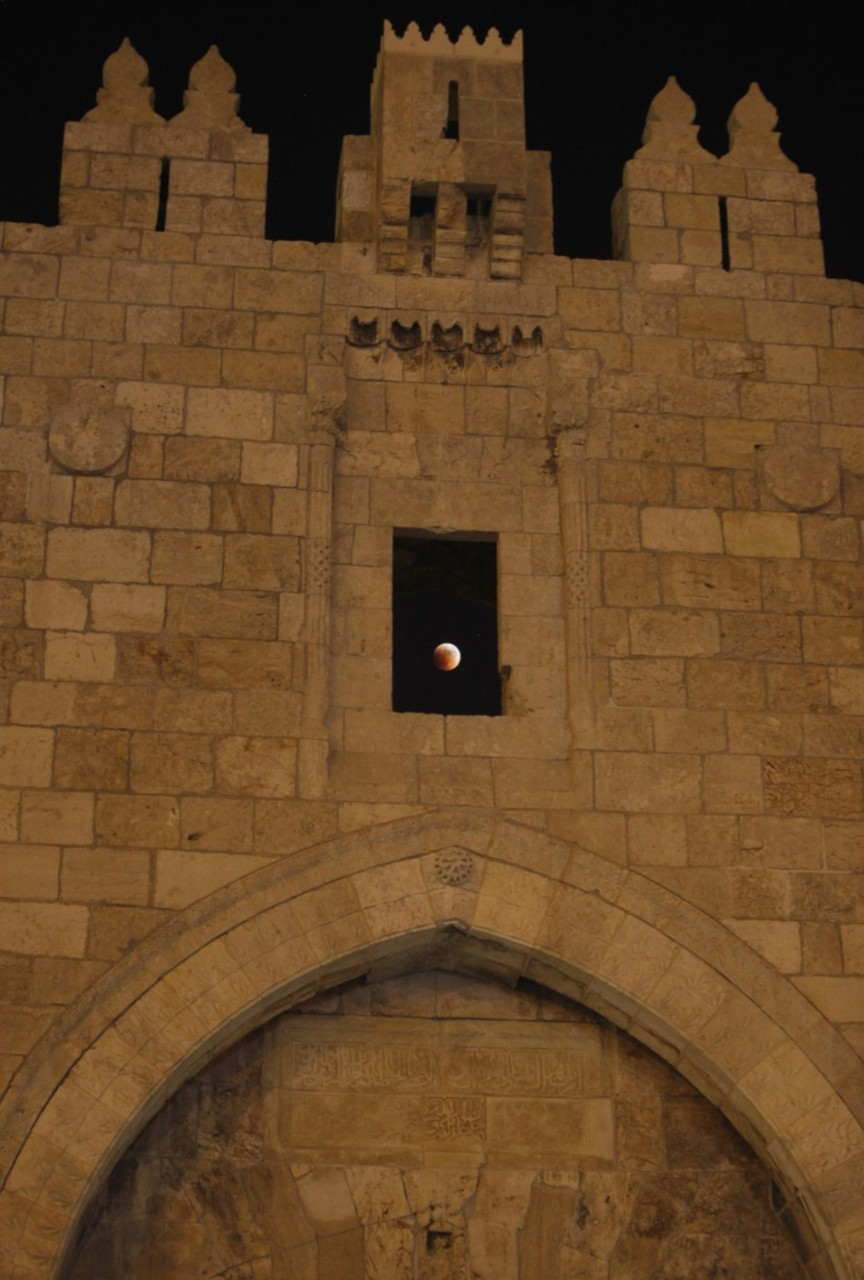 scienceetfiction:  The moon is seen behind the wall of Damascus gate in Jerusalem old city during a total lunar eclipse via ibtimes