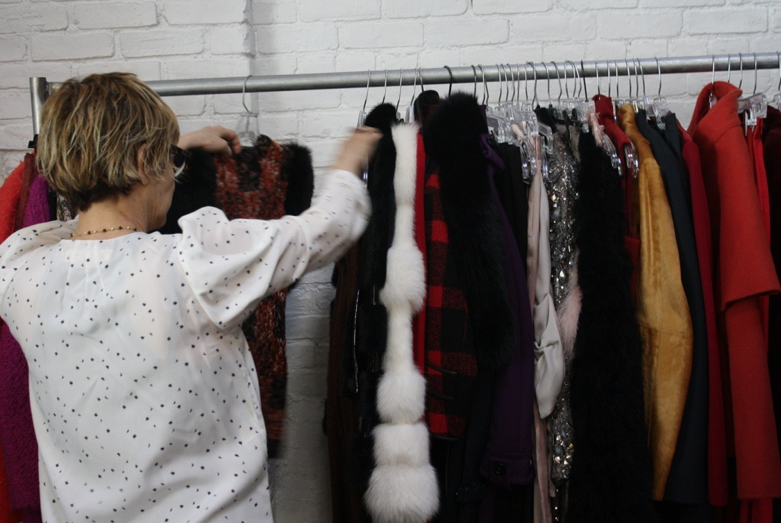 "wmagazine:  ""Behind the scenes: Editing looks on set for @wmag"" - @Lori_Goldstein Congratulations to Lori Goldstein just named W's Style Editor at Large."