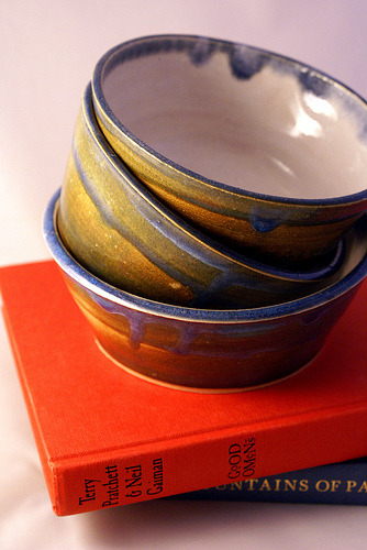 bowl set (by LittleWrenPottery1)