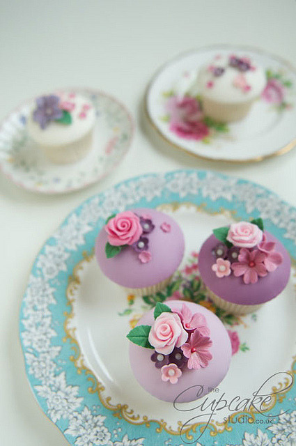 Vintage floral cupcakes by The Cupcake Studio on Flickr.