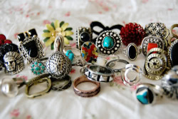 wakemeupfromthisnightmare:  I'm like obsessed with rings.