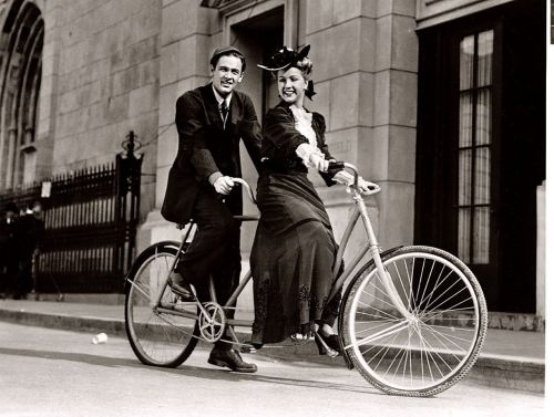 ridesabike:  William Holden and Bonita Granville ride a bike.