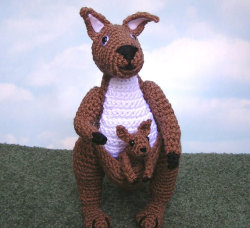 lydiaslovelies:  Kangaroo and Baby PDF Crochet Pattern by bvoe668