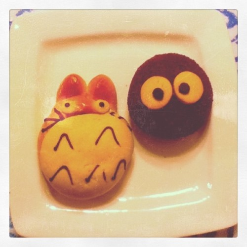 fluffy-pancakes:  Totoro bread.  (Taken with instagram)