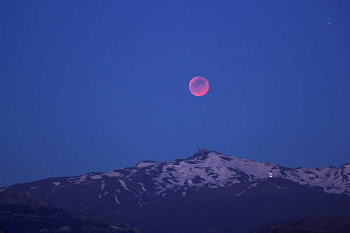 Total Moon Eclipse from Veleta 15/06/11 (by nchazarra)