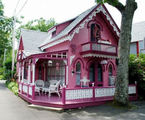 Pink gingerbread cottage in Oak Bluffs on Martha's Vineyard (via Martha's Vineyard / Ginger Bread Cottages & Museum | Martha's Vineyard Hotels, Restaraunts & Beache)
