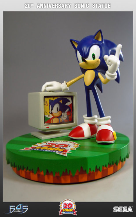"Sonic statue WANT! Would be awesome of the the box made the ""Ring Get"" sound when you opened it."