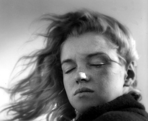 Marilyn Monroe photographed by André De Dienes, fall 1946.