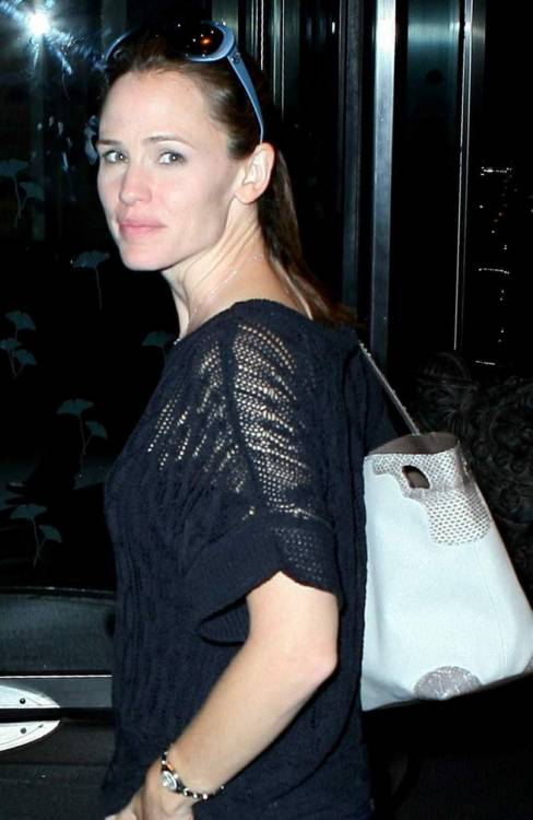 Jennifer Garner arrives at her hotel in New York - June 8, 2011.