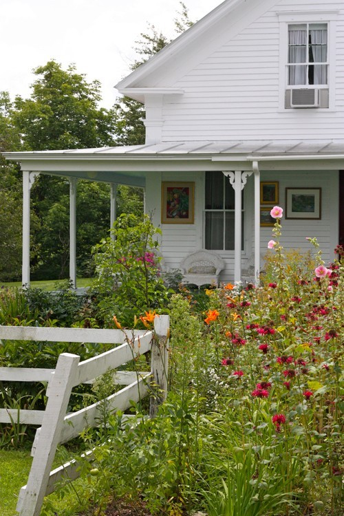 Country flower garden (via Farmgirl / country garden)